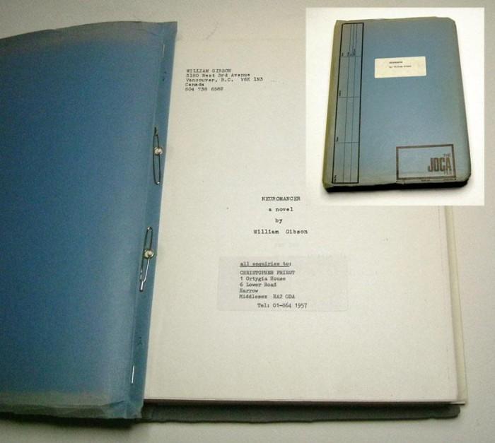 A képen az első angliai és első keményfedeles kiadáshoz használt kézirat látható.